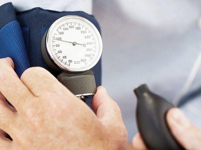 Скачет давление и пульс причины