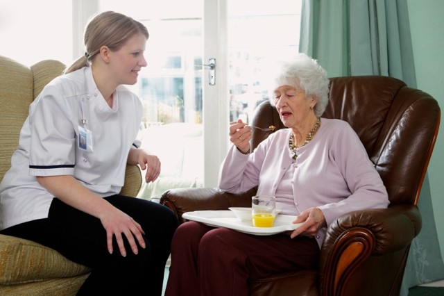Тремор рук у пожилых людей - что это такое, причины и лечение: признак какой болезни старческое дрожание конечностей, как лечить человека препаратами и таблетками