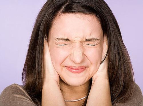 Заложенность и звон в ушах: причины и методы лечения