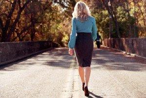 Щелкает в голове при ходьбе: диагностика и лечение