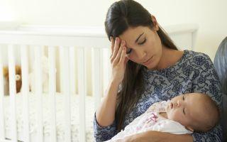 После родов болит голова — причины и что делать?