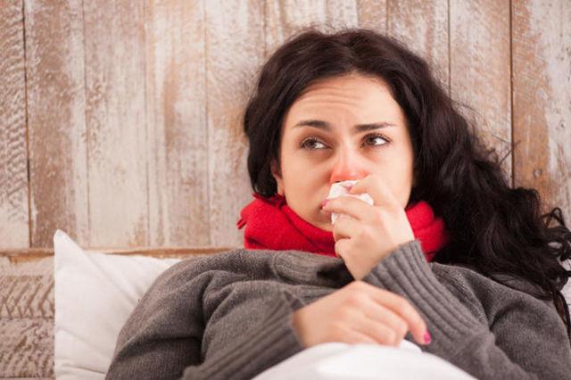 Почему чешется горло и уши внутри и появляется кашель - инфекционные причины, заболевания внутренних органов, аллергия