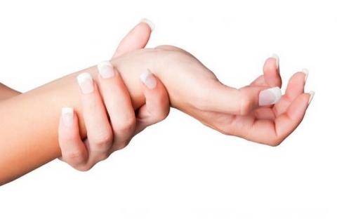 Немеют пальцы рук: причины и что делать