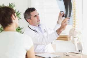 К какому врачу обращаются, если болит шейный отдел позвоночника
