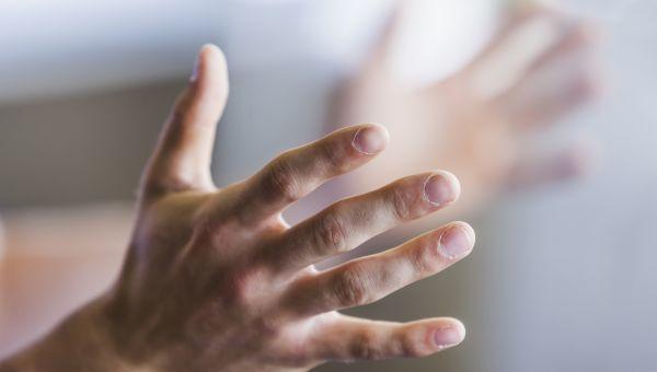 Кончик пальца на правой руке: причины и методы лечения