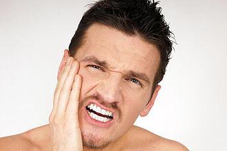 Щелкает в ухе – причины тиканья и что делать при жевании 2020