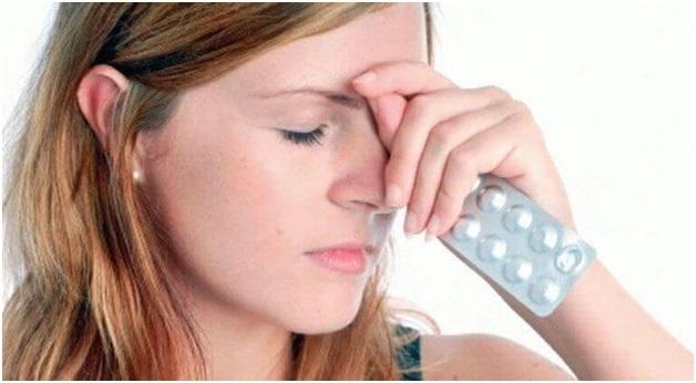 Болит голова в области лба: причины и лечение