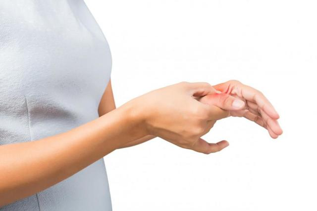 Покалывание в пальцах рук левой руки: опасность симптома, причины и лечение