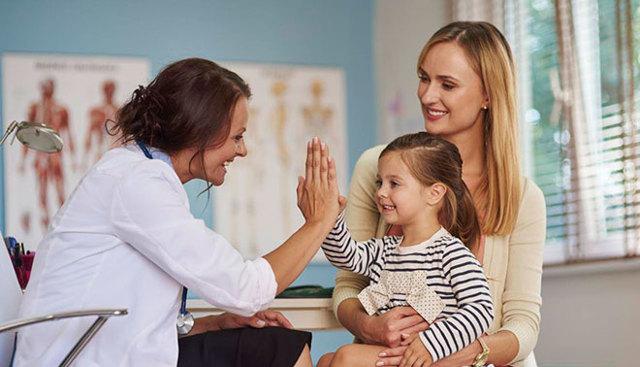 Белые пятна на лице у ребенка: причины и лечение