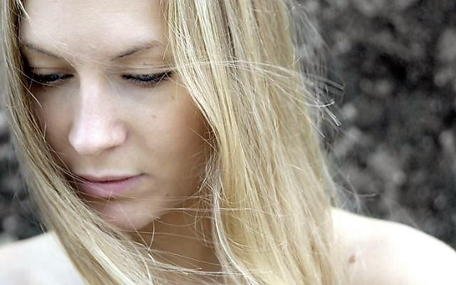 Бледность лица — причины у женщины, методы лечения и профилактики