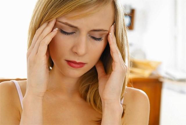 Почему кружится голова при ходьбе и чувство опьянения: причины и народное лечение