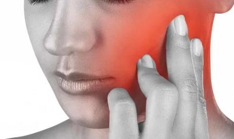 Болит голова и сводит челюсть