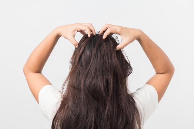 Как избавиться от прыщей в волосах на голове