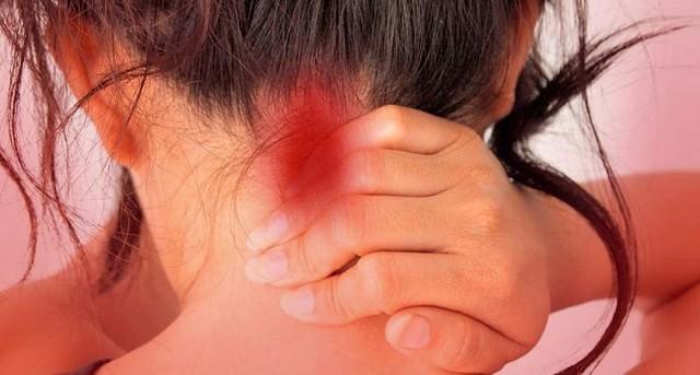 Болит за ушами затылок и шея