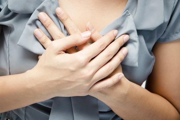 Вибрация и трепыхание в грудной клетке посередине: основные причины