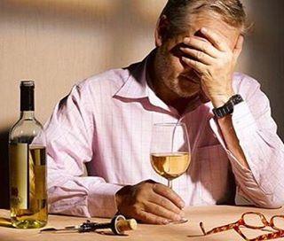 Болит голова с похмелья: что делать, быстрая помощь и причины