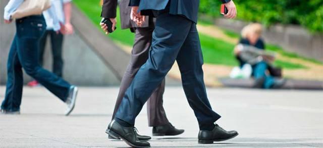 Шаткая походка: причины, симптомы и лечение