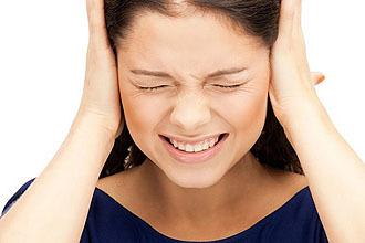 Пульсирует в ухе: причины, методика лечения