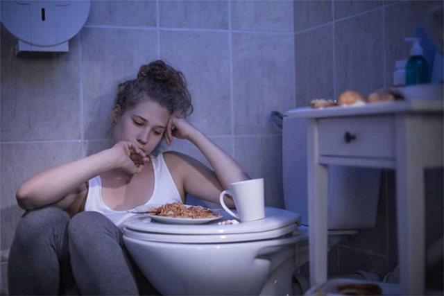 Жидкий стул у взрослого: причины постоянного или длительного времени диареи по утрам и ее лечение после ежедневного Фприема пищи