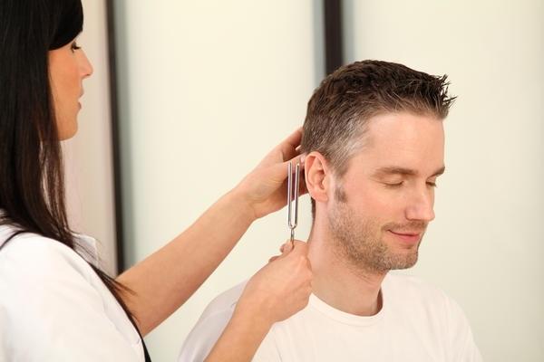 Звон в голове: шум в ушах, причины, лечение
