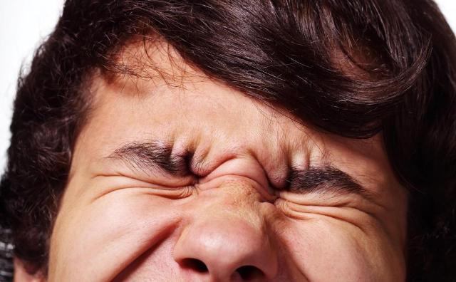 Болят глаза при повороте кружится голова