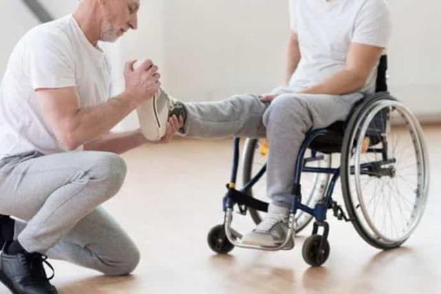 Центральный паралич: признаки, симптомы и лечение