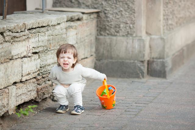 Боль в левом боку у ребёнка: под рёбрами, внизу живота