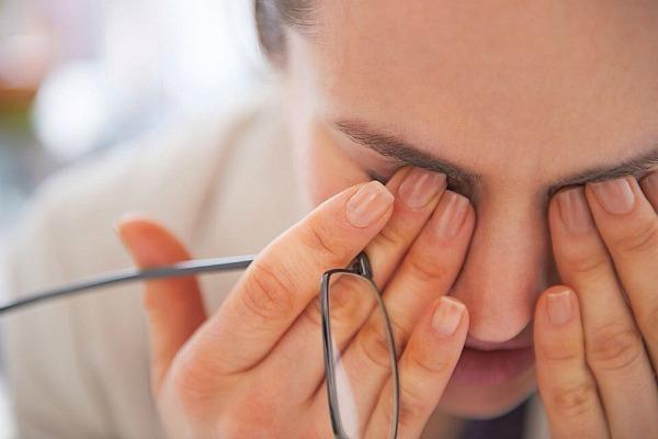 Боль в углу глаза у переносицы