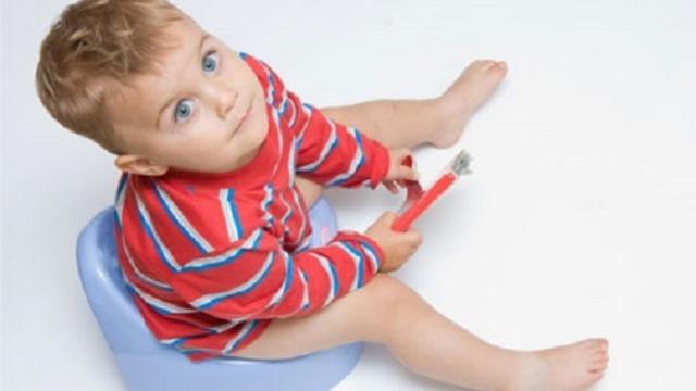 Светлый кал у ребенка: причины, почему у ребенка 2-5 лет очень светлый жидкий стул, чем лечить.