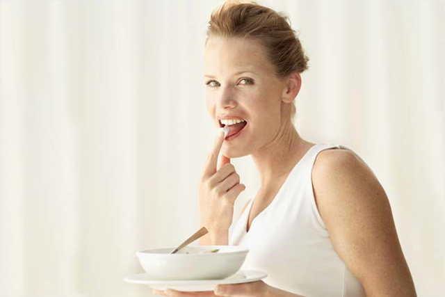 Польза и вред творога для организма детей, женщин, мужчин, польза творога для здоровья, печени, на ночь, со сметаной и мёдем