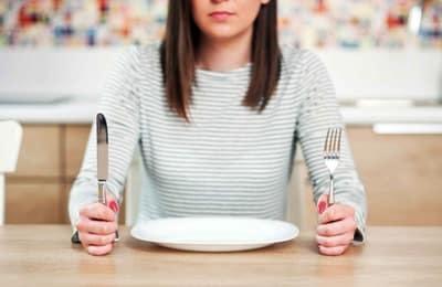 Почему постоянно чувство тошноты, мутит от запахов и после еды