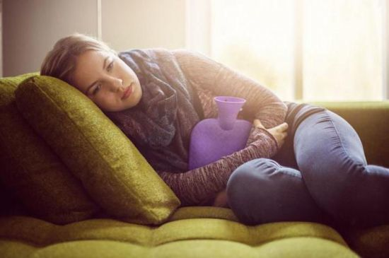Болит поджелудочная: симптомы у человека, лечение у женщин, в домашних условиях, что делать