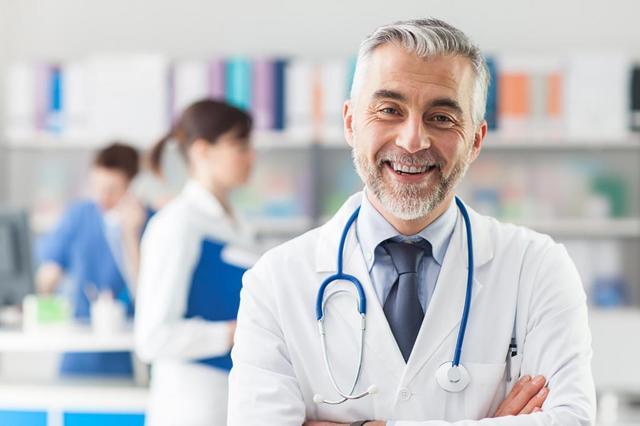 Таблетка застряла в горле: причины, симптомы, оказание первой помощи, алгоритм действий и обращение к врачу при необходимости