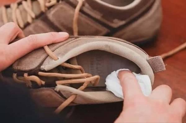 Как продезинфицировать обувь от грибка ногтей и стоп?