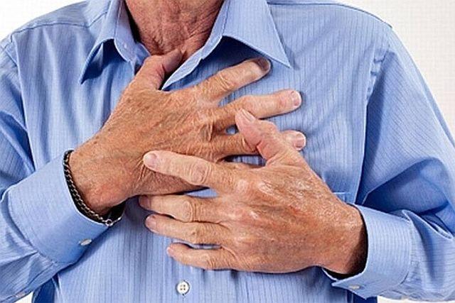 Сжимающая боль за грудиной - причины, что делать, как лечить
