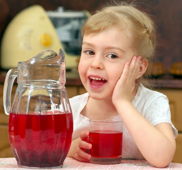 Понос со слизью у ребенка: причины, что делать