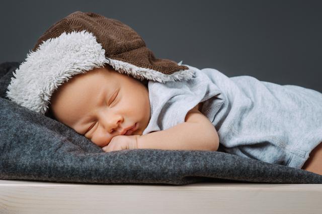 Икота у новорожденных после кормления: почему грудничок икает после кормления, что делать и причины