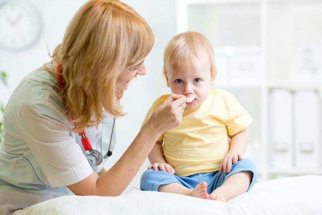 Лекарство от коликов у новорожденных: какое лучше всего дать?