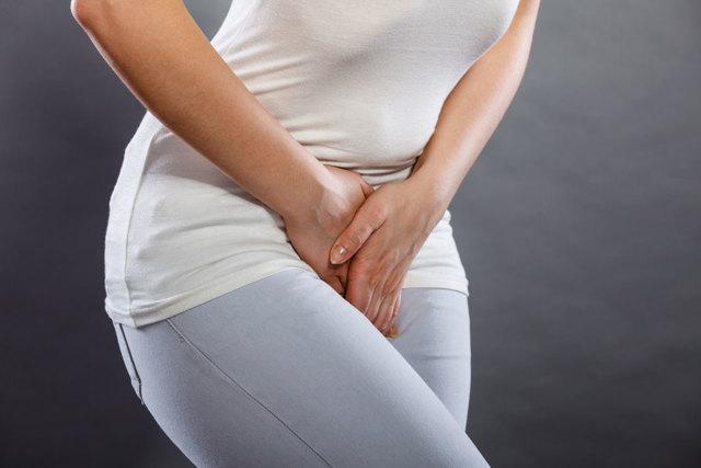 Частые позывы к мочеиспусканию у женщин без боли, ложные, резкие, ночные, постоянные, болезненные перед месячными, внезапные, после родов. Причины, как уменьшить, лечение
