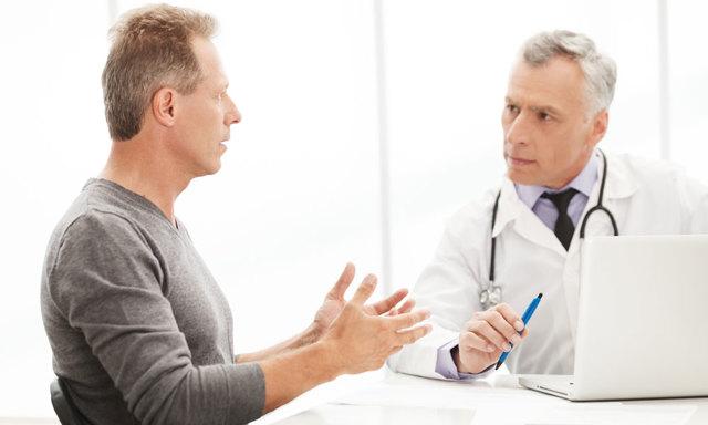 Стул с кровью при дефекации у мужчин, женщин без боли: что это может быть, лечение
