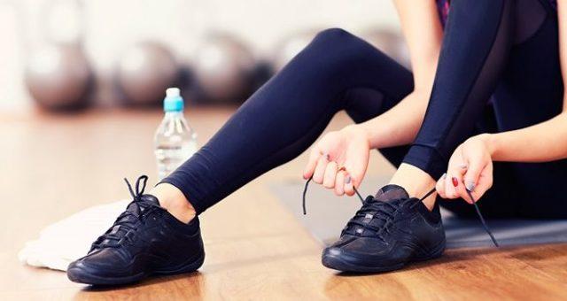 Прыщи на стопе и между пальцами ног: причины и методы лечения