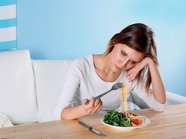 Болит низ живота справа у женщины: как определить причину