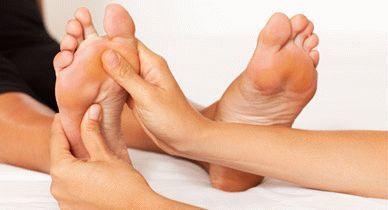 Отслаивается ноготь на большом пальце ноги - возможные причины, медикаментозное и хирургическое лечение