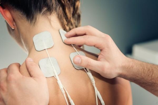 Болит шея сзади: причины, диагностика, лечение