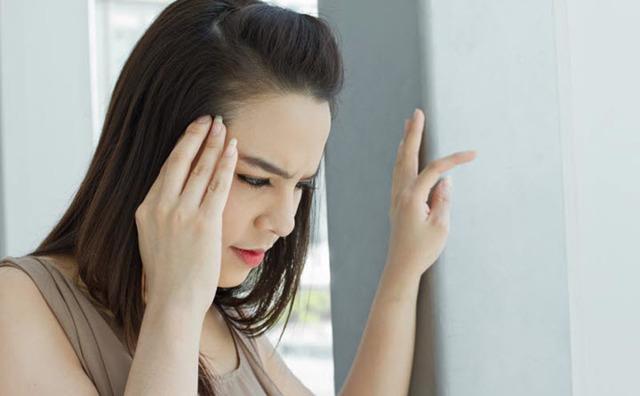 Болит затылок и кружится голова: каковы причины