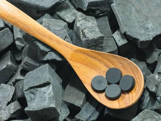 Как правильно пить активированный уголь и от чего он помогает