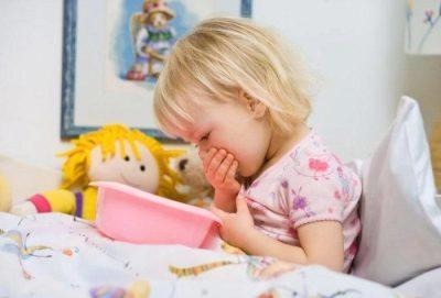 У ребенка температура и рвота - что делать и чем лечить